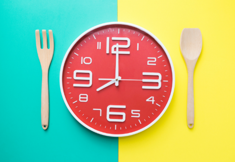 Clock eating utensils